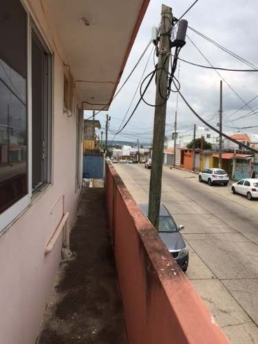 se vende casa en esquina con local comercial