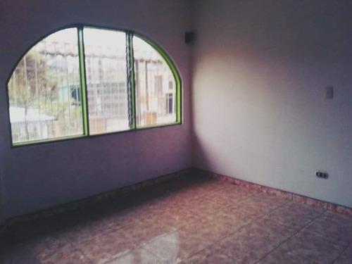 se vende casa en grecia, con amplio local comercial.