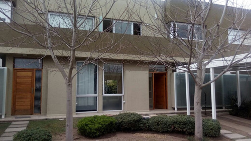 se vende casa en housing en barrio jardín claret