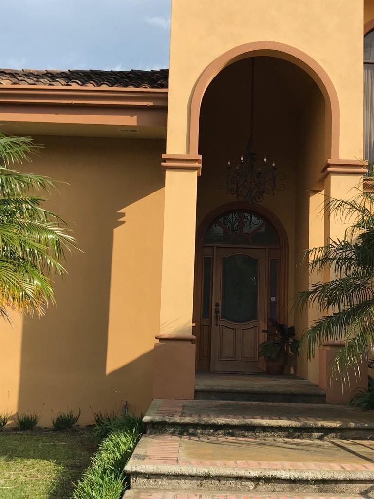 se vende casa en lomas del zurquí, san isidro de heredia