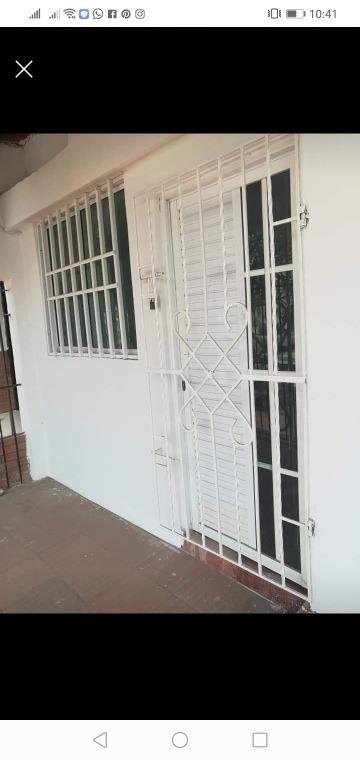 se vende casa en los almendros de dos pisos