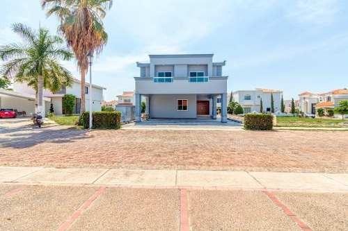 se vende casa en  mazatlan , club real marina