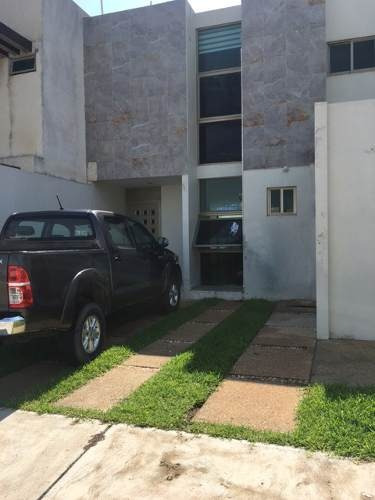 se vende casa en privada paraiso mnz j