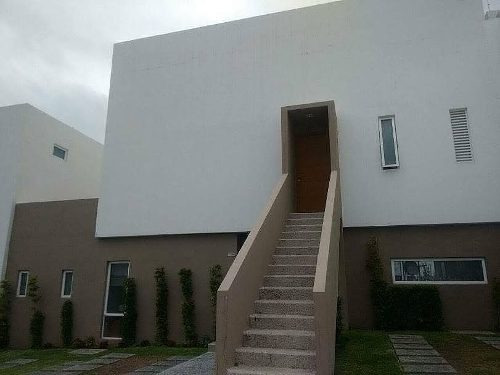 se vende casa en punta esmeralda hermosa y gran ubicacion