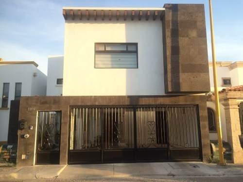 se vende casa en real del sol.