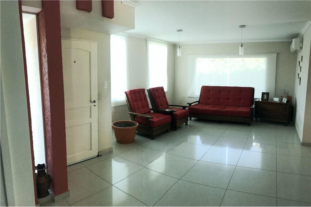 se vende casa en san isidro 3 dormitorios c/pileta