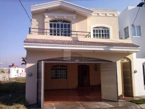 se vende casa en tepic xalisco, fracc. puerta del sol