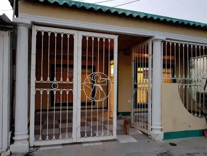 se vende casa en urbanización algarrobos