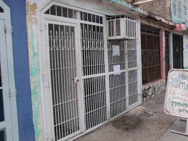 se vende casa en urbanizacion ricardo urriera , valencia