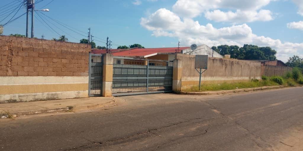 se vende casa en urbanizacion santa paula de ciudad bolivar
