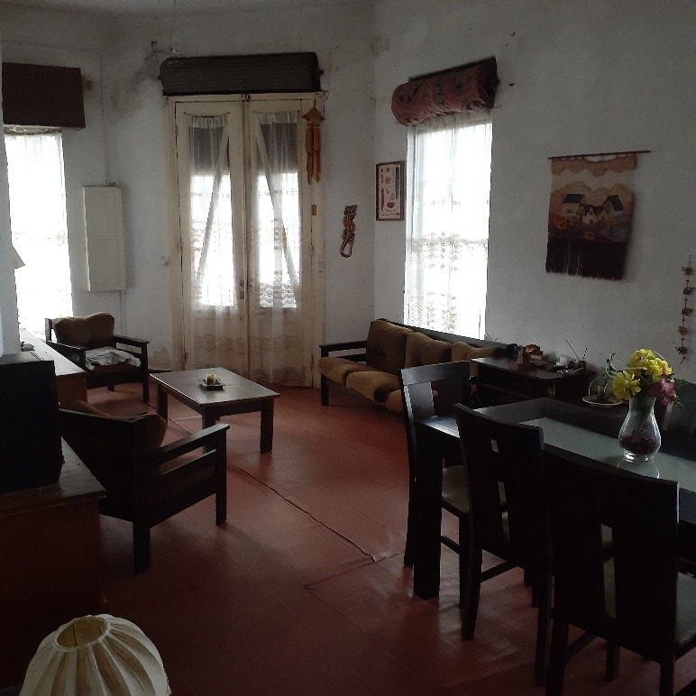 se vende casa ,esquina  2 plantas ideal comercio 2 entradas.