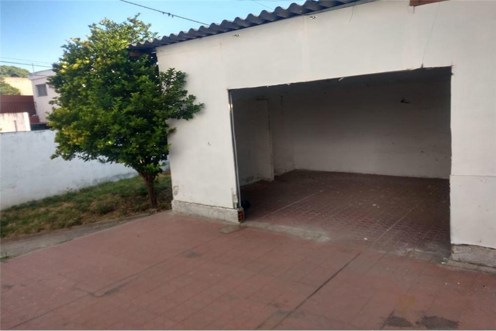 se vende casa esquina en villa cabrera
