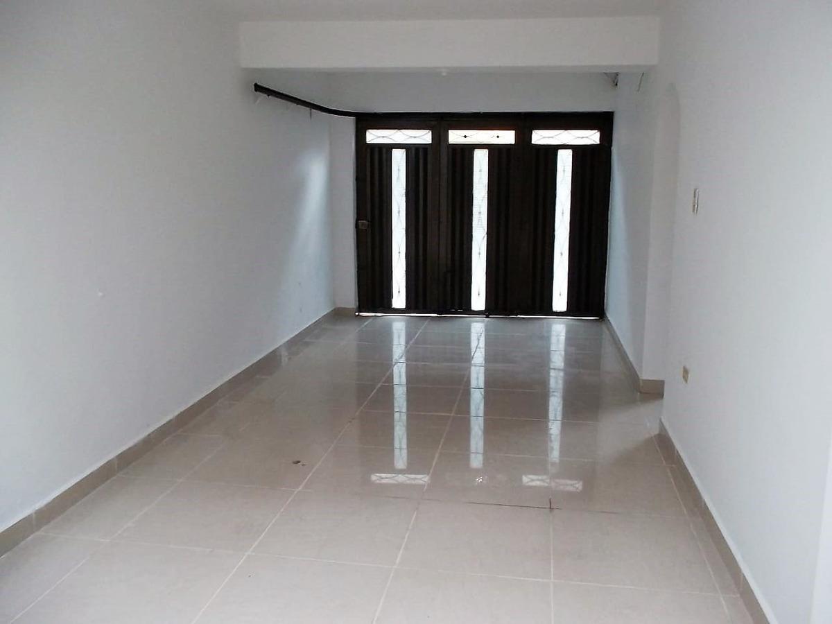 se vende casa primer piso en calasanz