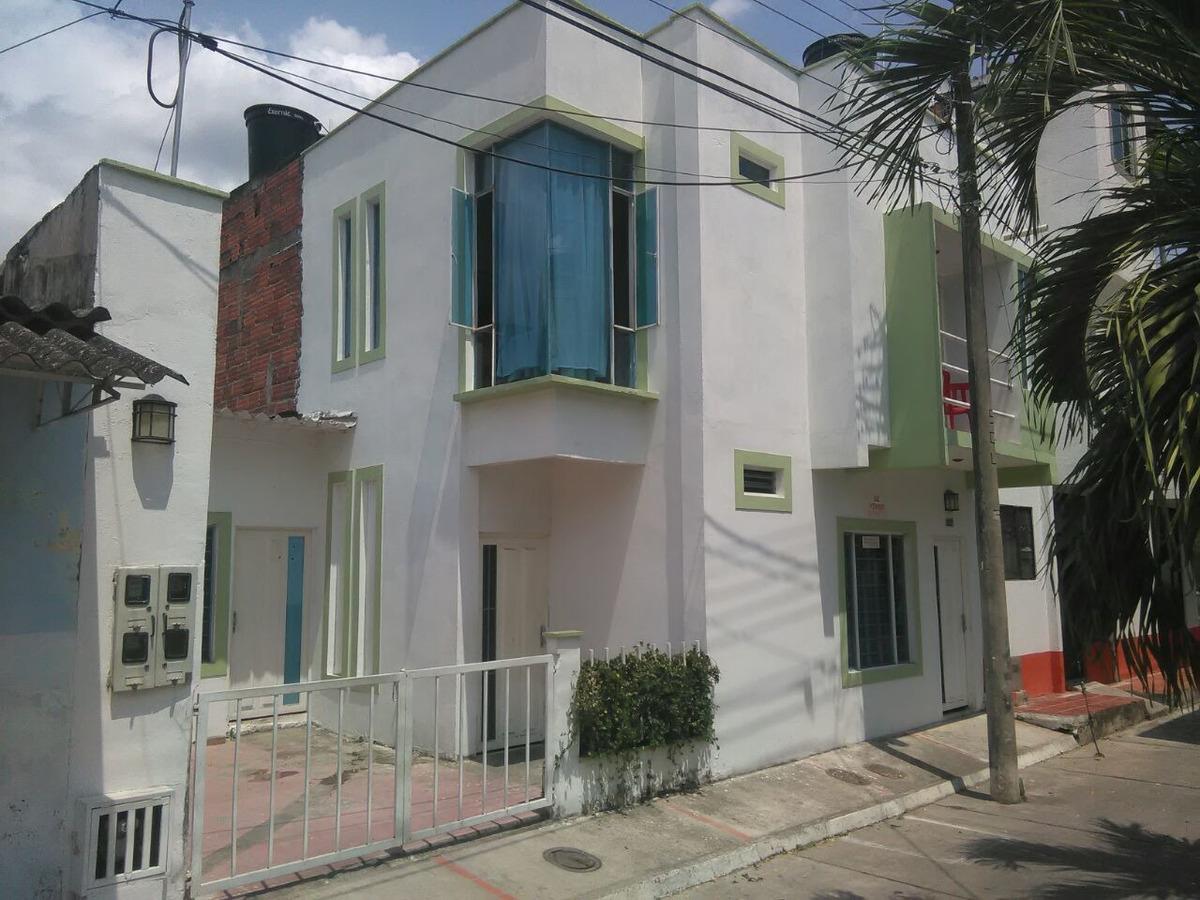 se vende casa tres apartamentos cerca a unicentro