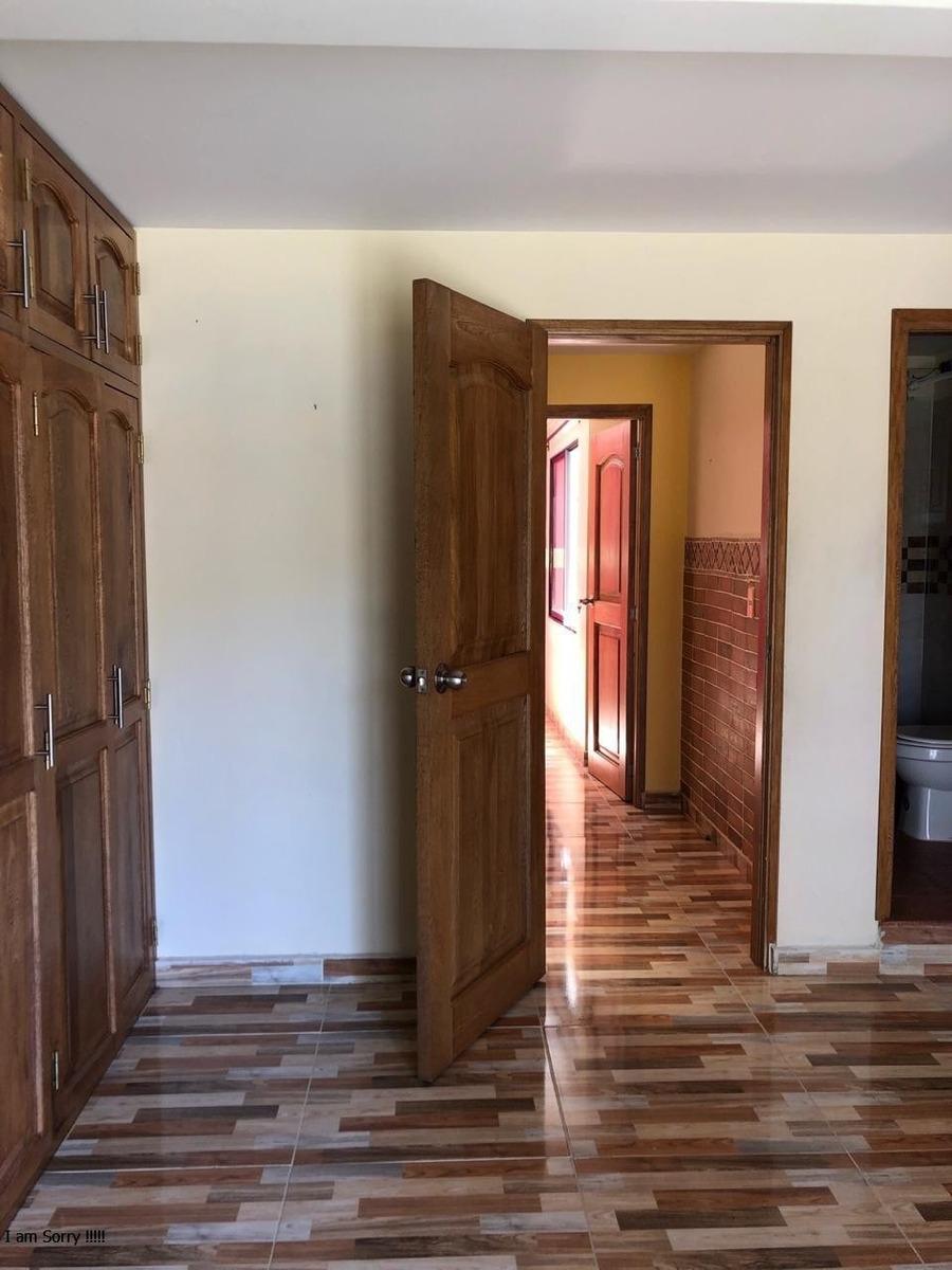 se vende casa unifamiliar de tres pisos en robledo