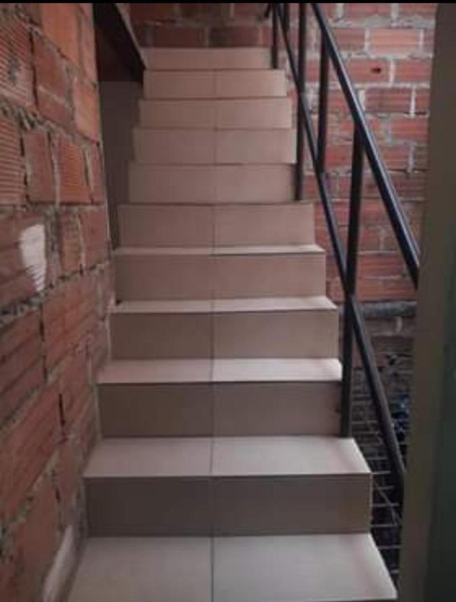 se vende casa unifamiliar segundo y tercer piso interior