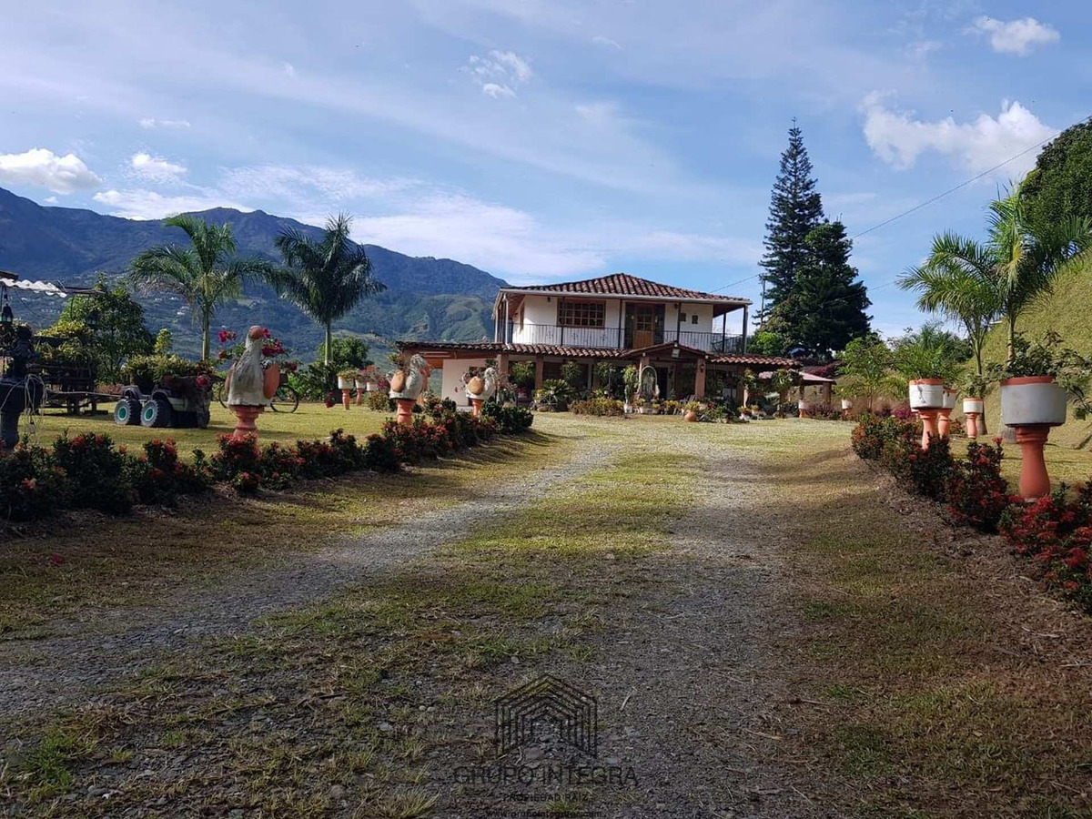 se vende casa/finca en copacabana
