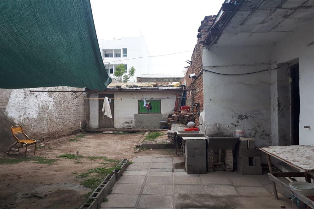 se vende casa/terreno,9 ambientes-providencia,cba