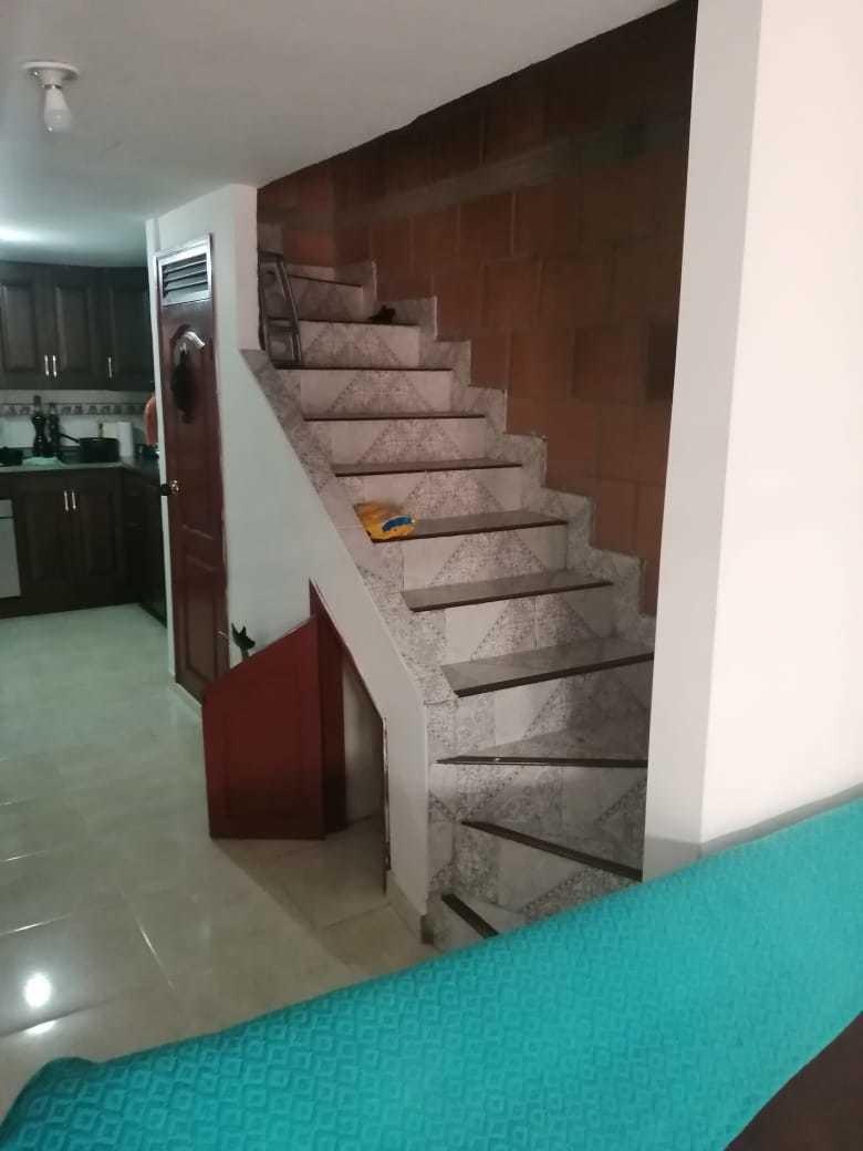 se vende casauni familiar de 3 pisos