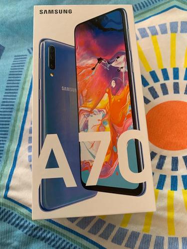 se vende celular samsung a70 color azul de 128g
