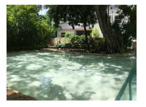 se vende departamento de lujo en playacar con cenote p2845