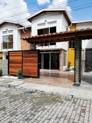 se vende espectacular casa con piscina, jacuzzi y turco