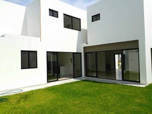 se vende excelente casa en residencial las palmas