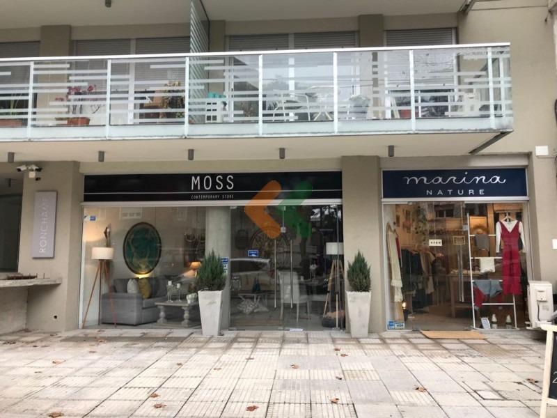 se vende excelente local comercial sobre av brasil. zona pocitos- ref: 5164