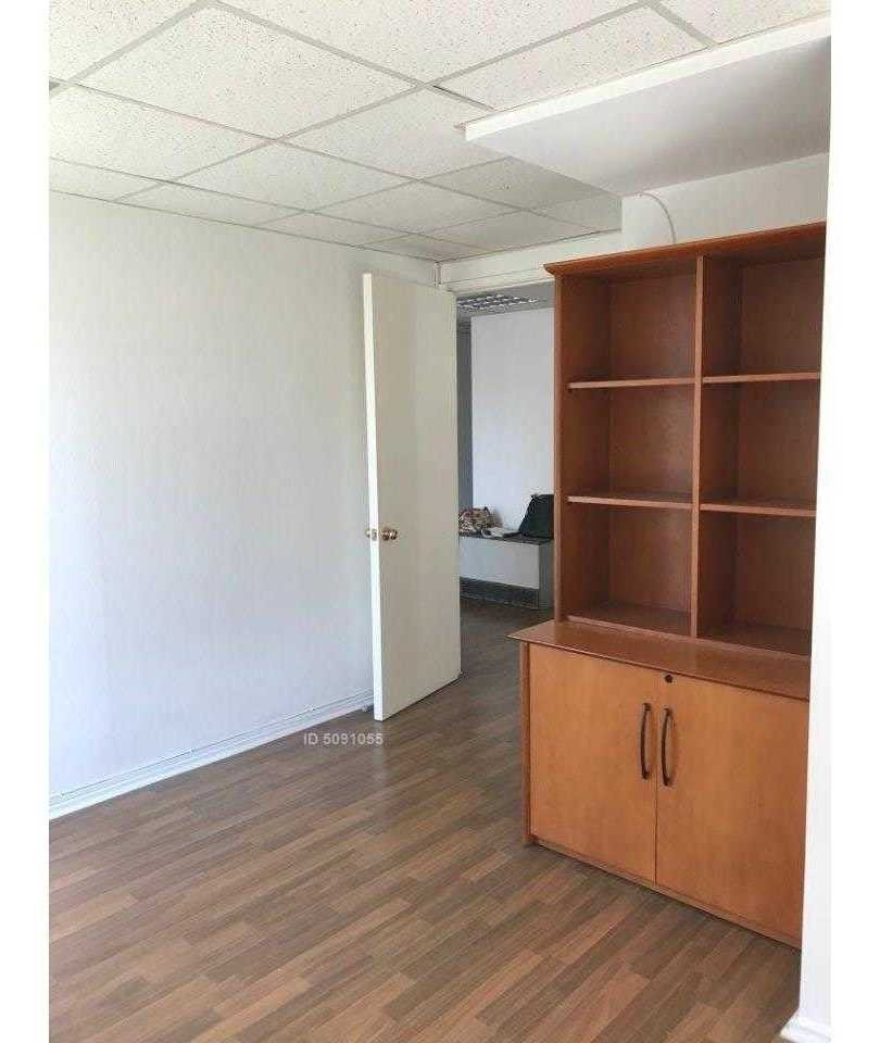 se vende excelente oficina 2 privados y recepción.