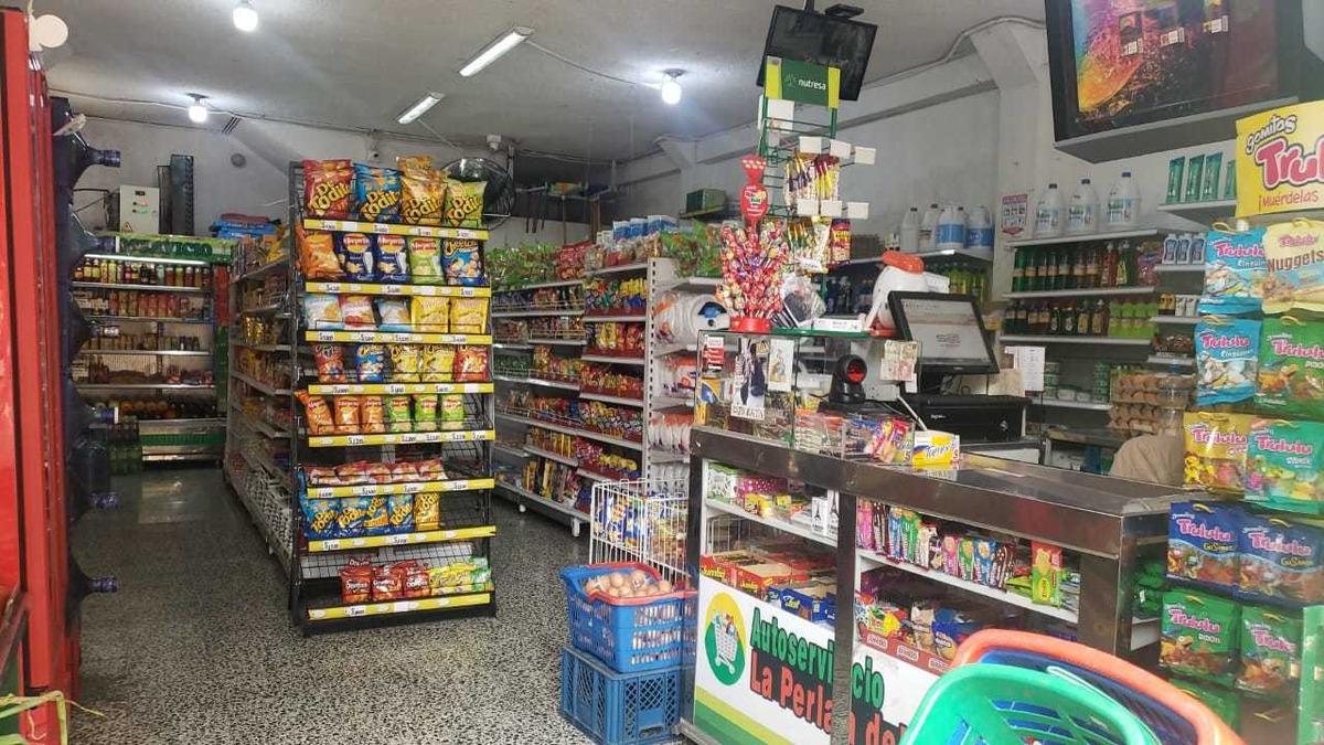 se vende excelente supermercado esquinero bien ubicado