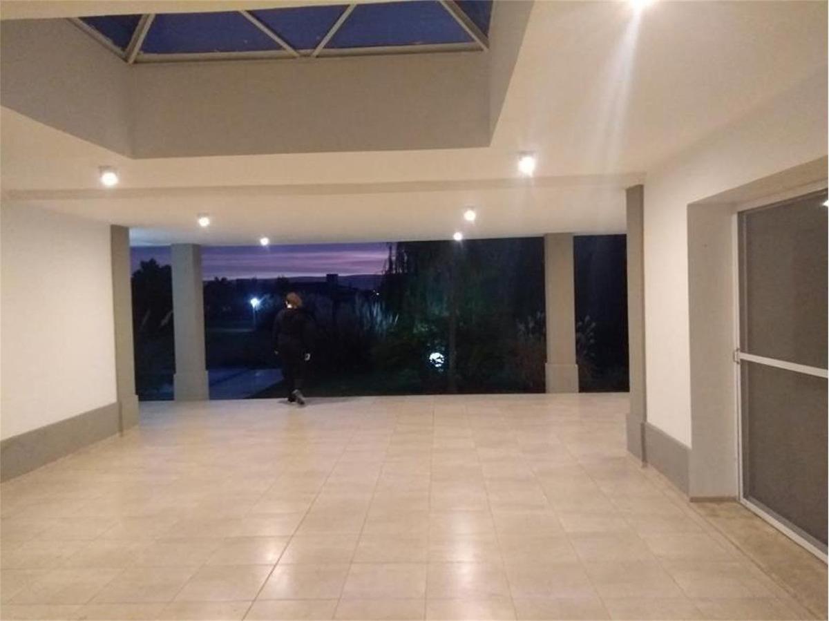 se vende excepcional casa en country san isidro