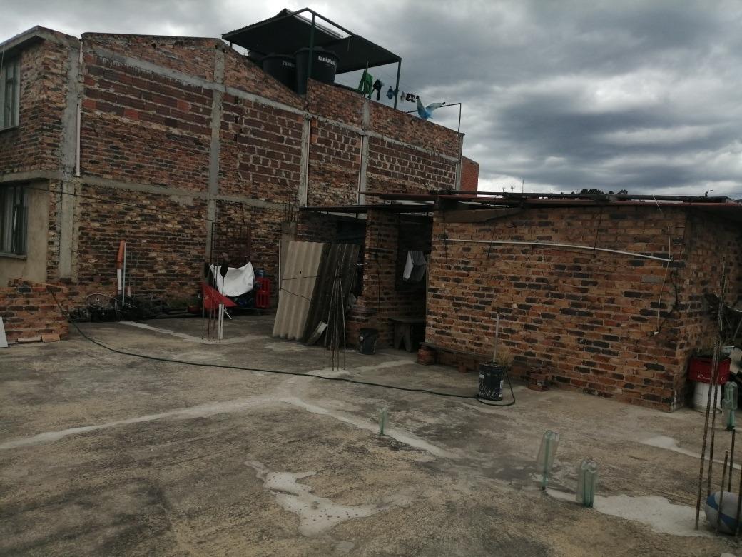 se vende hermosa casa de 2 apartamentos con terraza