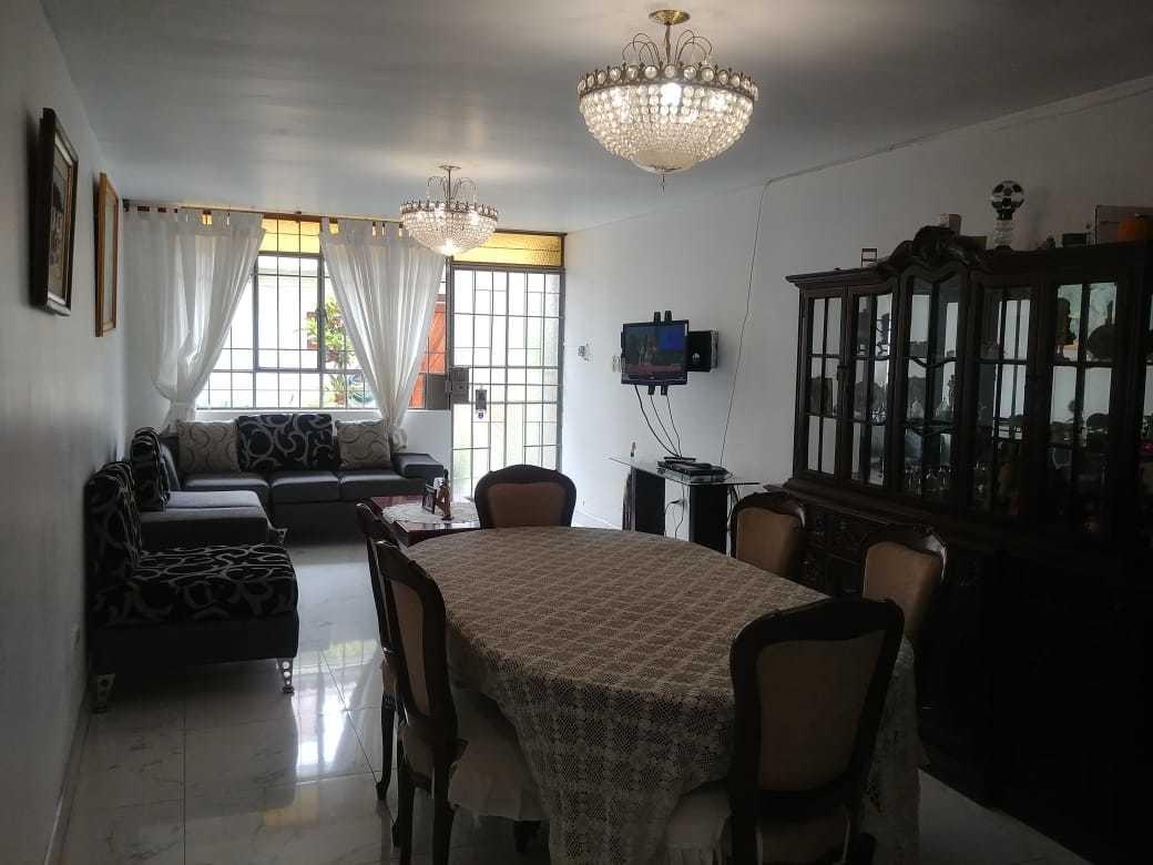 se vende hermosa casa de 2 pisos  en bellavista -