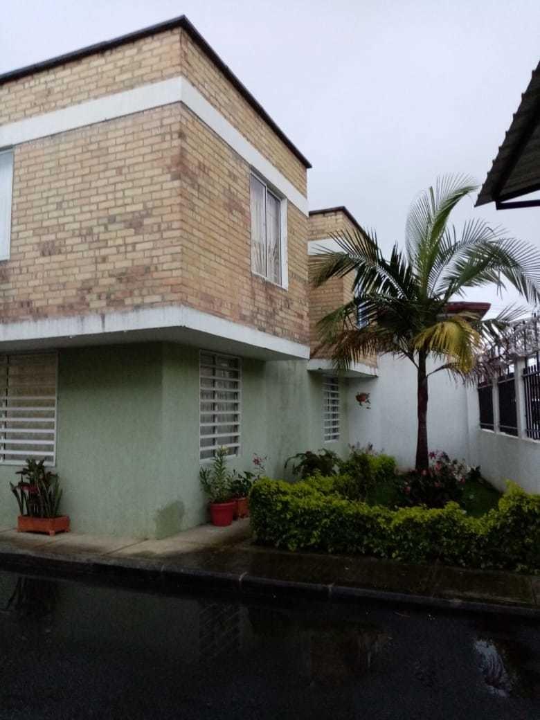 se vende hermosa casa en conjunto cerrado por villa alicia