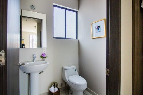 se  vende hermosa casa en el mirador, 3 niveles, 3 recamaras, alberca, casa club