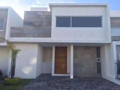 se vende hermosa casa en el refugio, la propiedad cuenta con