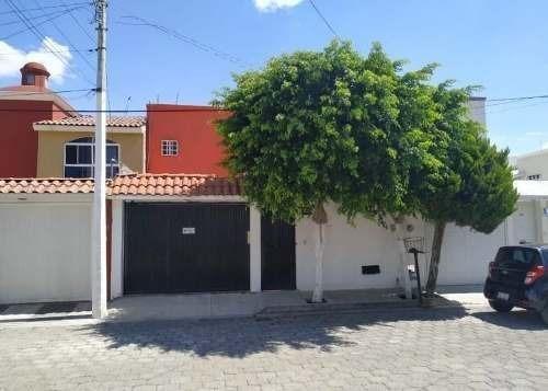 se vende hermosa casa en la joya, gran ubicación, 3 recamaras, 2.5 baños, bóveda