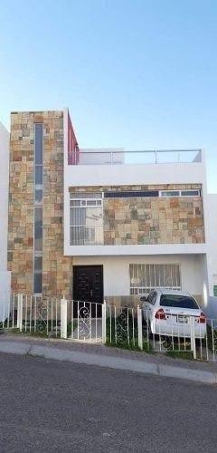 se vende hermosa casa en punta esmeralda, roof garden, 4 recamaras, 3.5 baños..