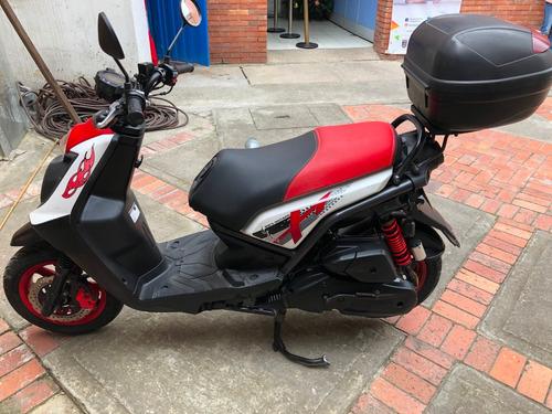 se vende hermosa moto bws 2015 papeles al dia!