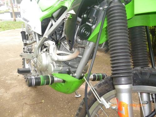 se vende hermosa moto kawasaki klx 150.