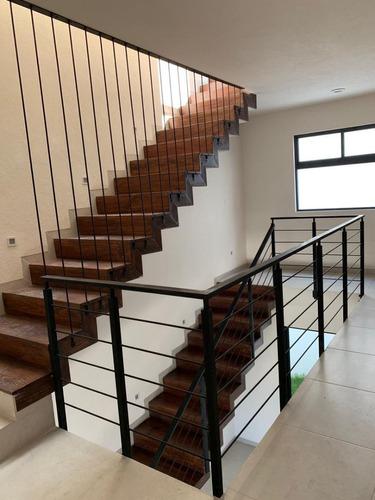 se vende hermosa residencia en el mirador, 3 niveles, roof garden, 4 recamaras..