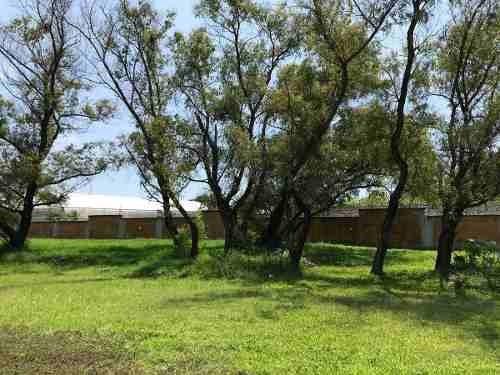 se vende hermoso terreno en paraiso country club en temixco.