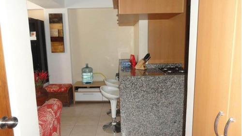 se vende hermoso y practico apartamento en valencia 17-7383