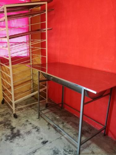 se vende horno , freidor , mesa ertesa y un escaviladero