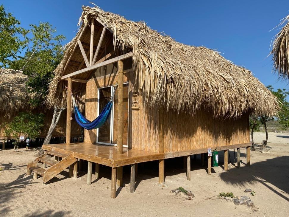 se vende hostal en dibulla frente al mar caribe