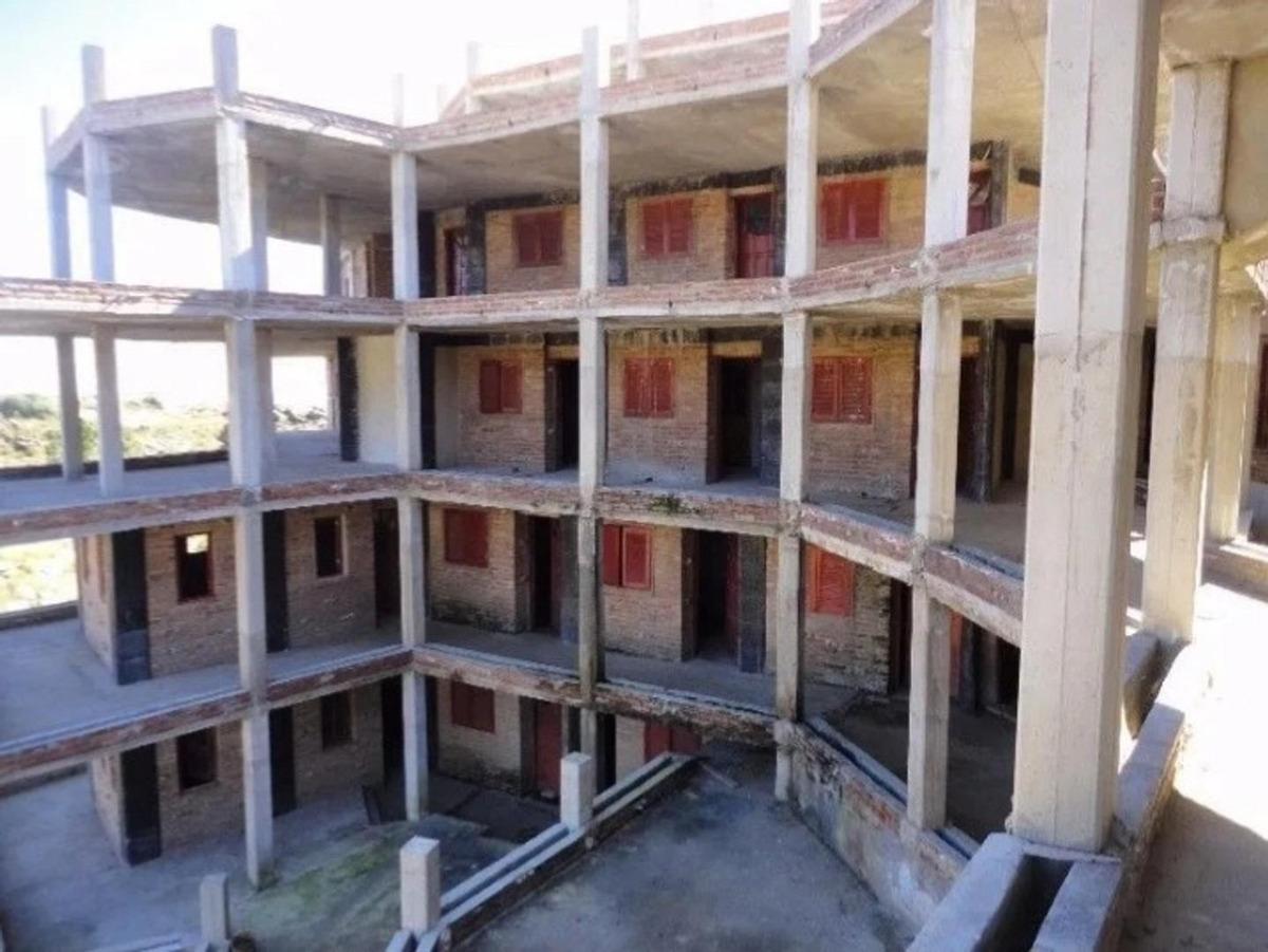 se vende hotel sin terminar en las sierras
