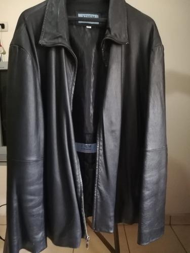 se vende jacket de cuero como nueva xl negra