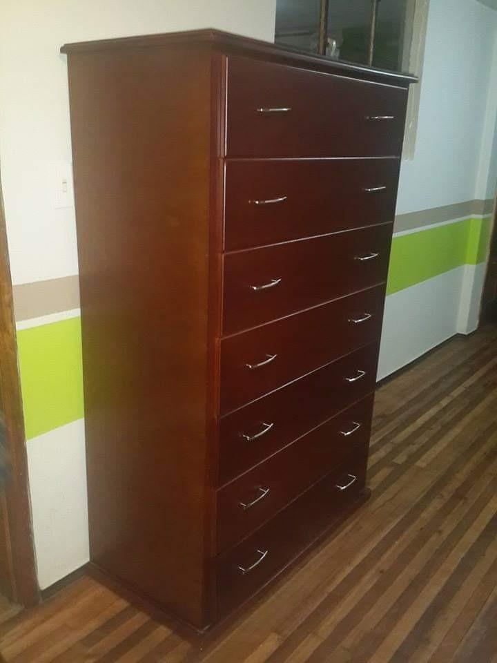 se vende juegos de dormitorio.... armarios... colchones etc