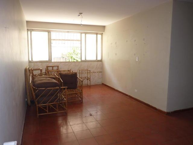 se vende lindo y practico apartamento en turmero 18-1519