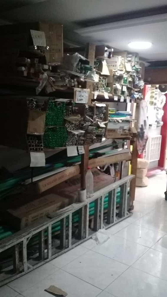 se vende local comercial de 2 p incluido inv.material electr